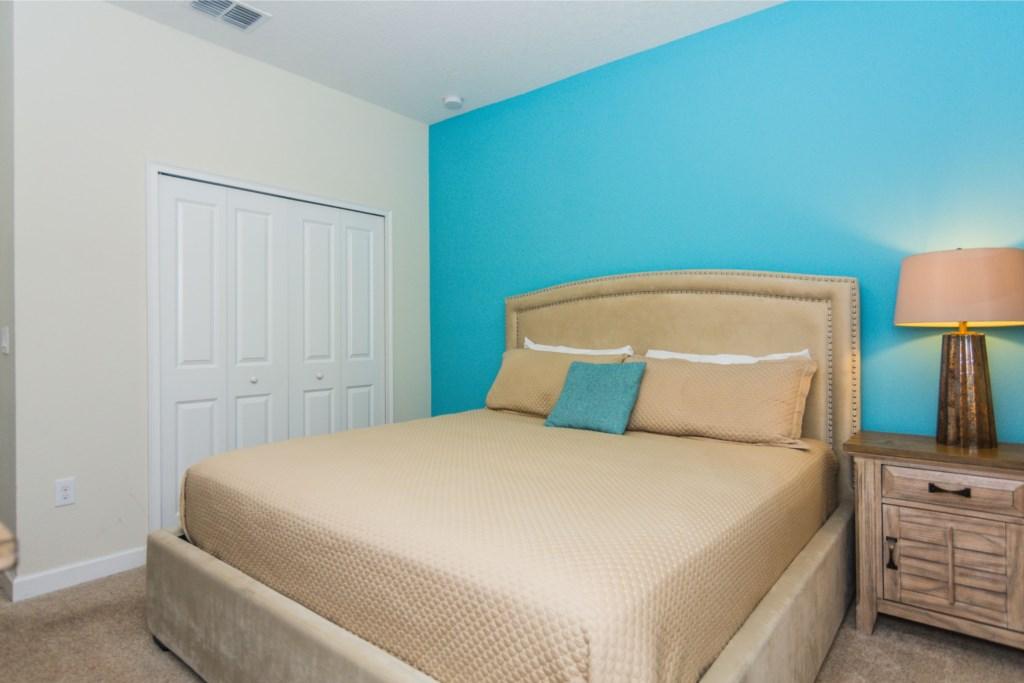 Queen Bedroom First Floor 2.jpg