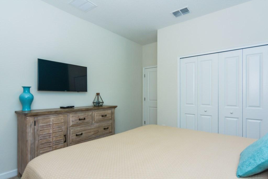 Queen Bedroom First Floor 3.jpg