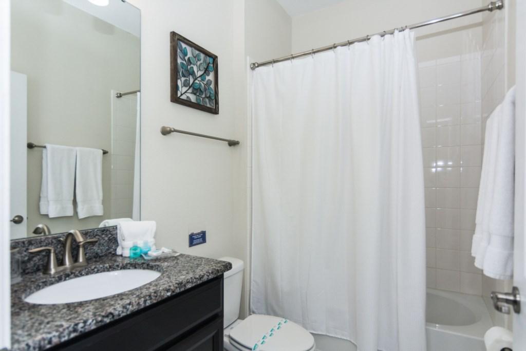 Queen Bedroom First Floor 4 Bath.jpg