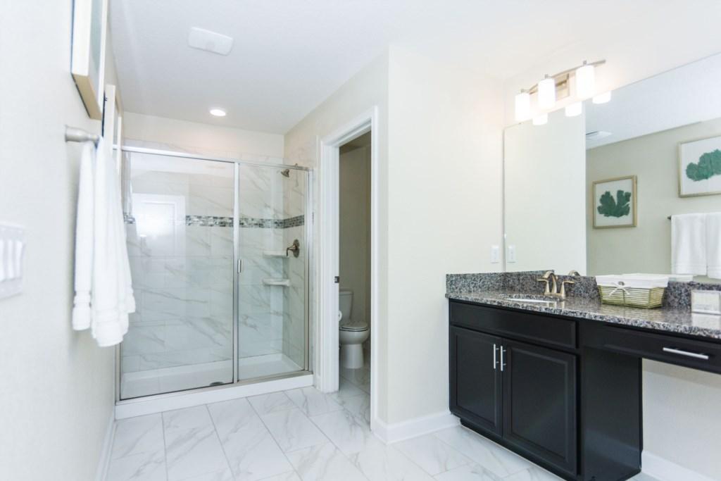 Suite Master 4 Bath.jpg