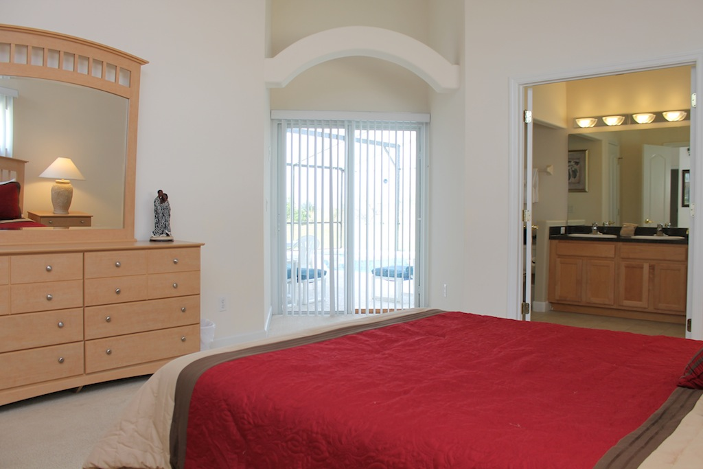 Queen Master Bedroom access to pool