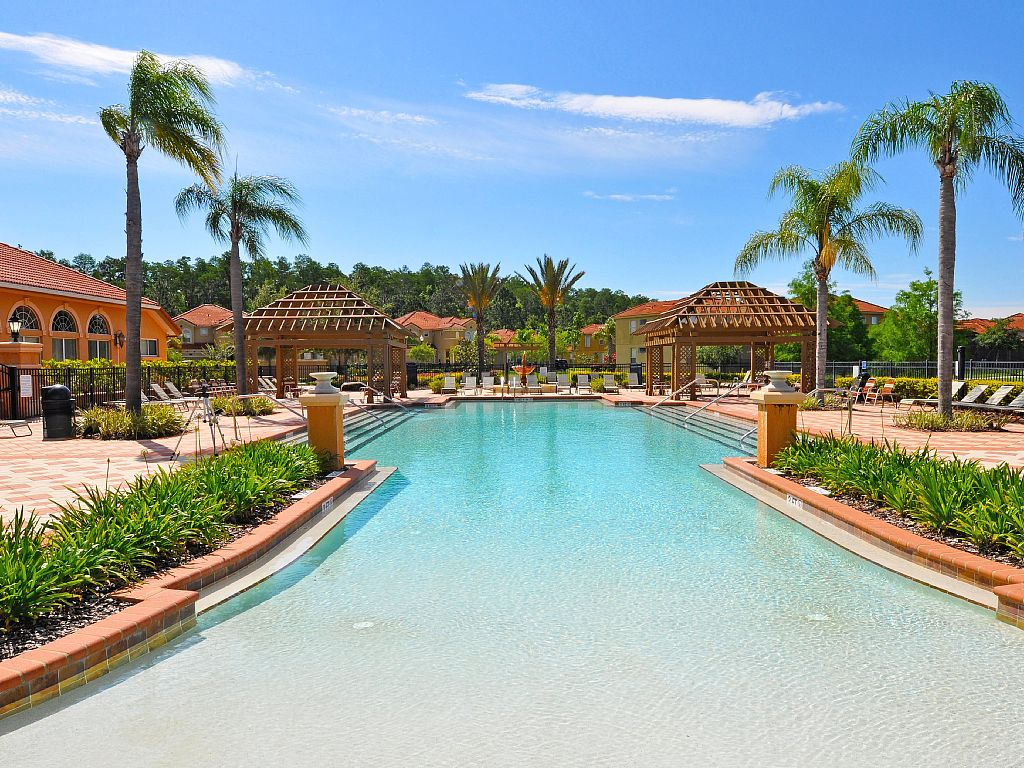 Bellavida-Resort-Pool.jpg