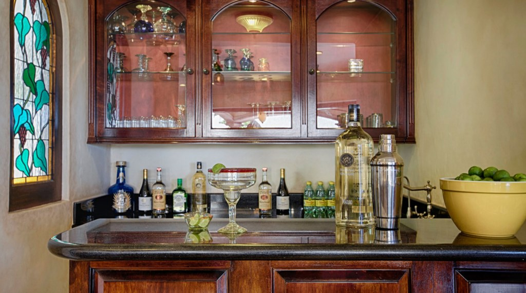 Villa-Antigua-Bar.jpg