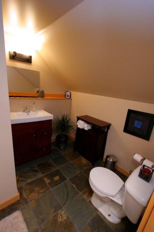 Timberloft - heated slate floortiles in the bathroom