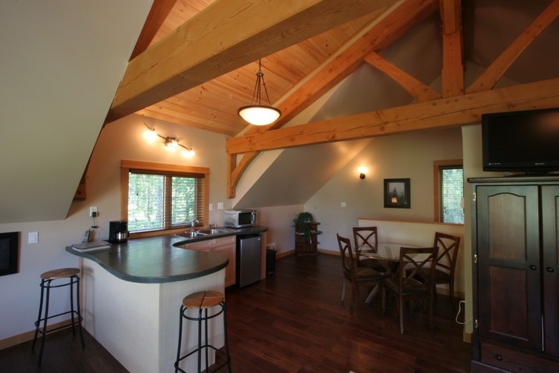 Timberloft - enjoy a home-cooked meal in the spacious kitchen