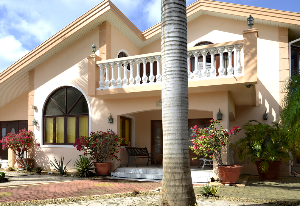 Front view of the villa. Spacious front yard.