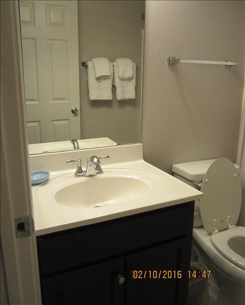 B23 Guest Bath