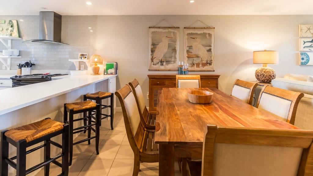 B23 Bar and Table