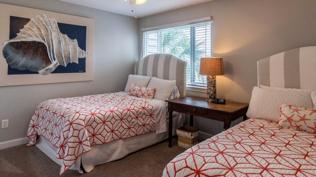 B23 Guest Bedroom w/ Queen Size Beds