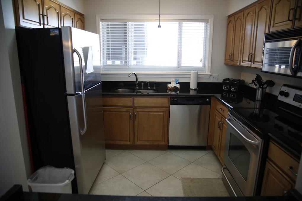 B33-Kitchen.JPG