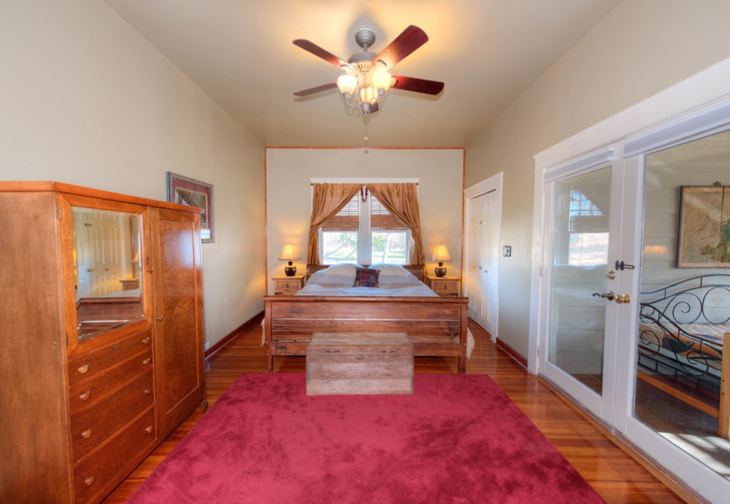 Master King size Bedroom with access to the screened in porch