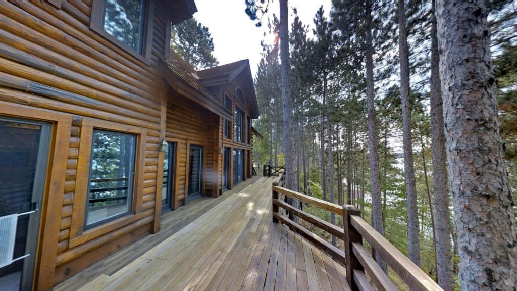 Front-deck-cabin.jpg
