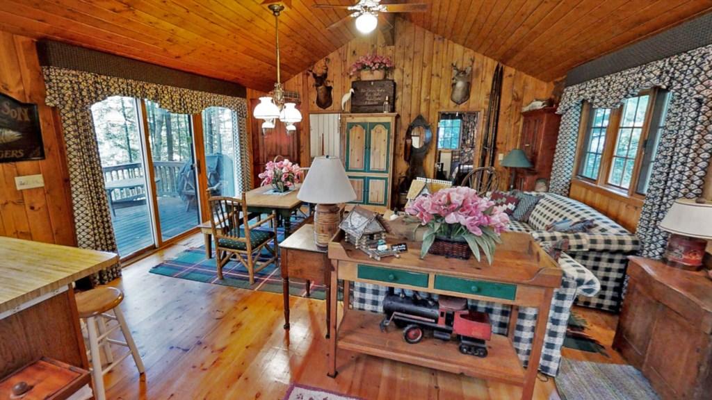 Cabin-livingroom.jpg