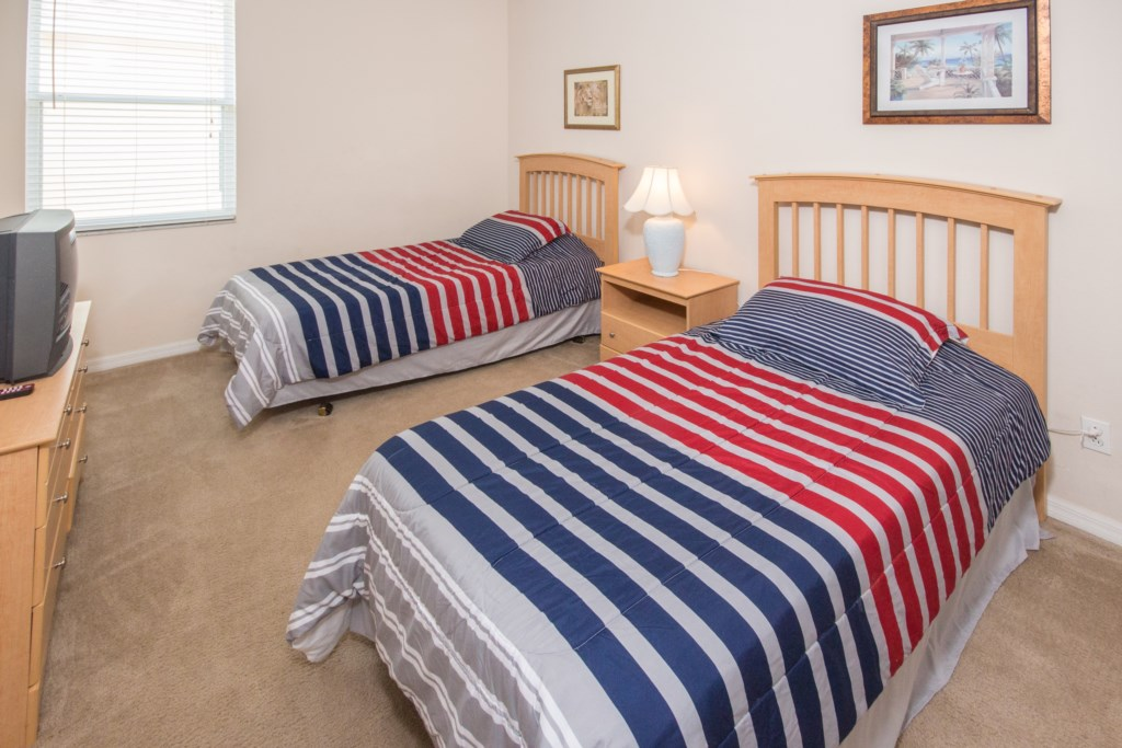 Bedroom 3 w/ Two Twin Beds