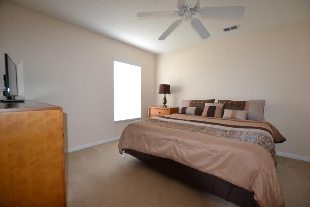 7Queen(middle)Bedroom