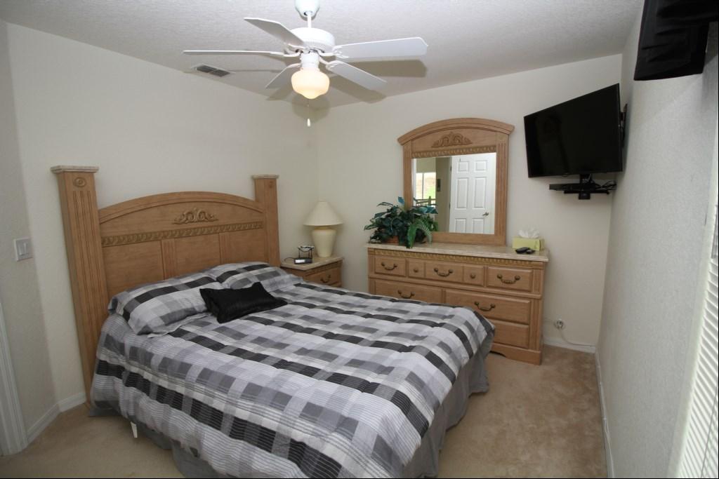 Second Floor Queen Bedroom with 40