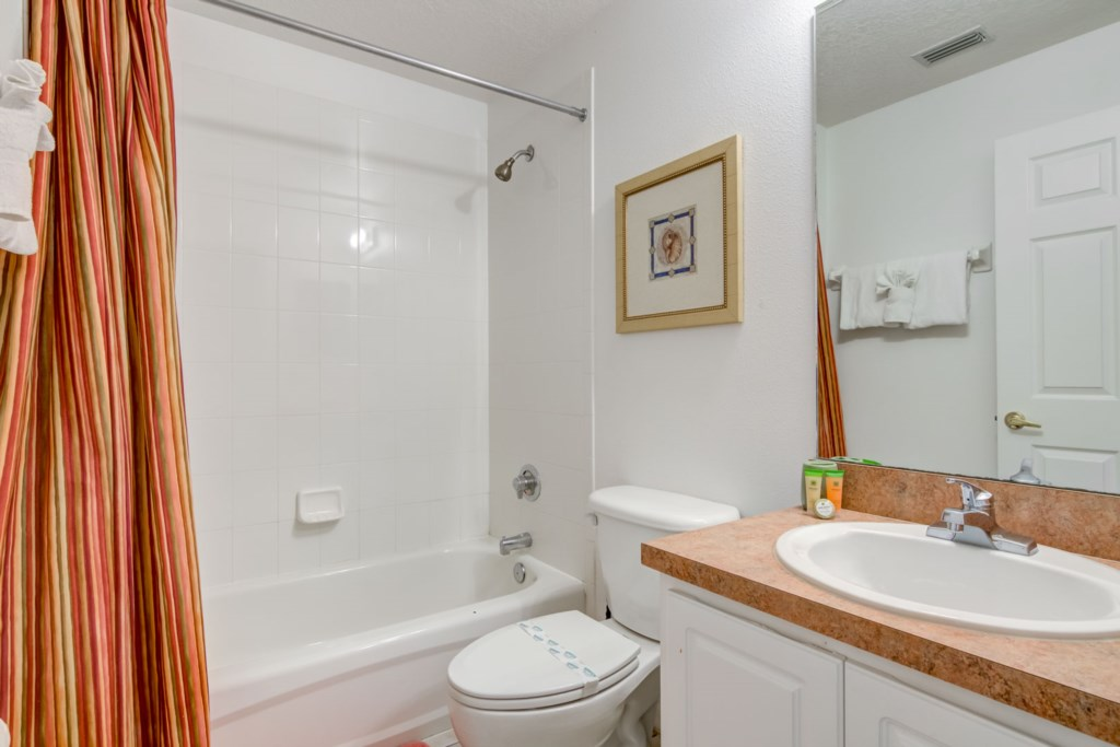 Tranquil Calabay Parc Villa - Bedroom 2 w/ Queen Bed