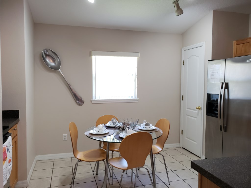 Breakfast Area - Seats 4