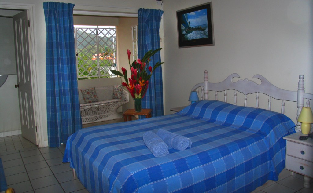 Master Bedroomwith King Bed and Ensuite Bathroom