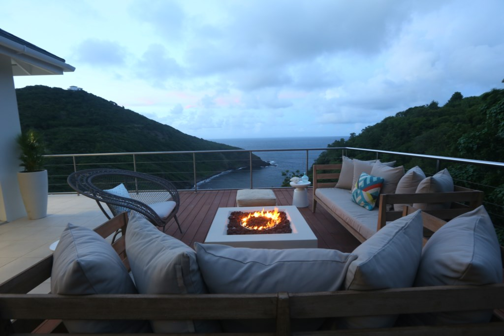 Fire pit & lounge located to the rear of the villa.