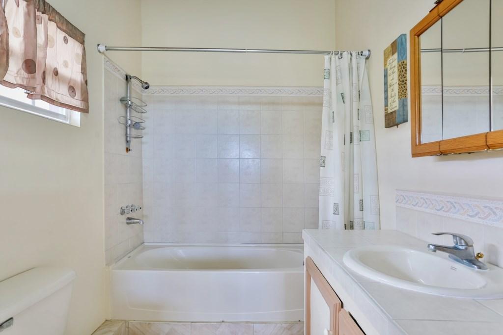 Bedroom two ensuite bathroom