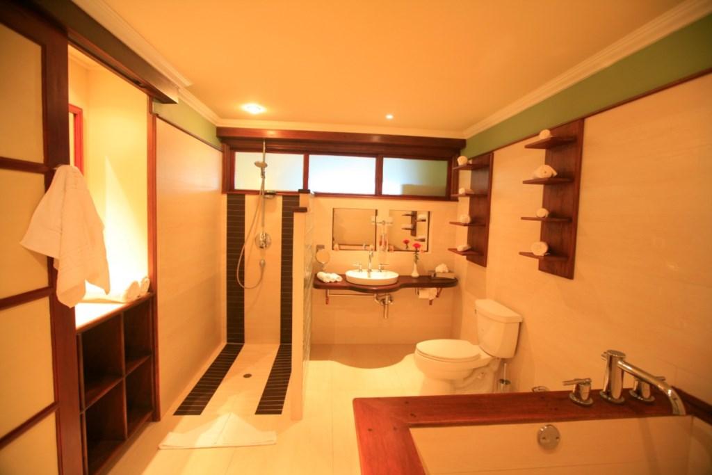 Large full bath with soaking tub