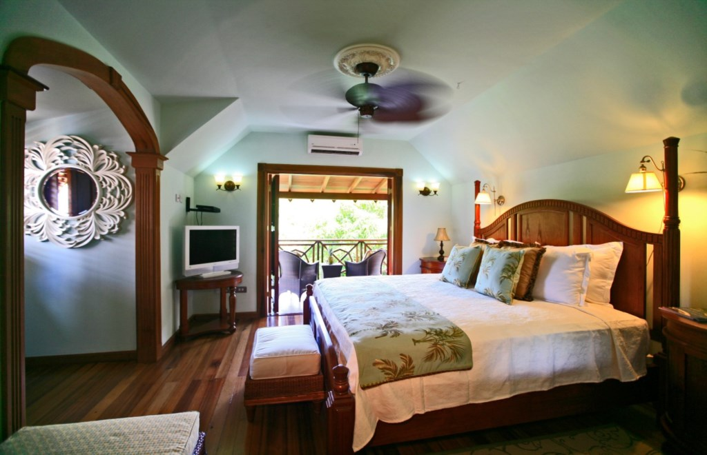 Large Cottage Bedroom with balcony