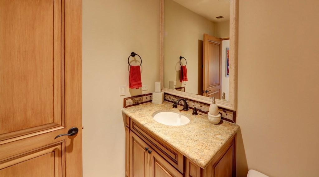 Hacienda_bldg3_bathroom_2.jpg