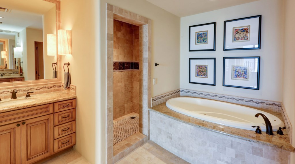 Hacienda_bldg3_master_bathroom_2.jpg