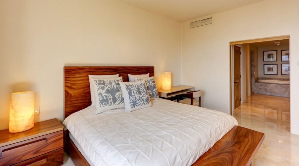 Hacienda_bldg3_master_bedroom_3.jpg