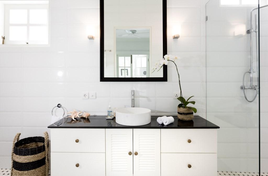 Bathroom_white_sink_shower.jpg