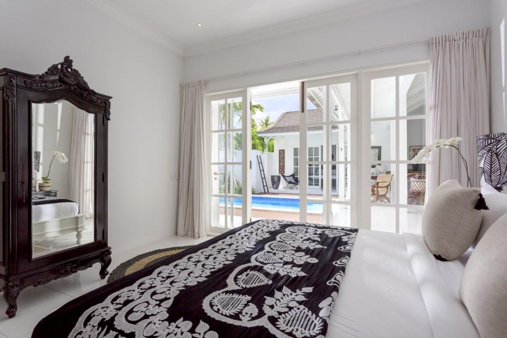 Bedroom_kingsizebed_view on pool.jpg
