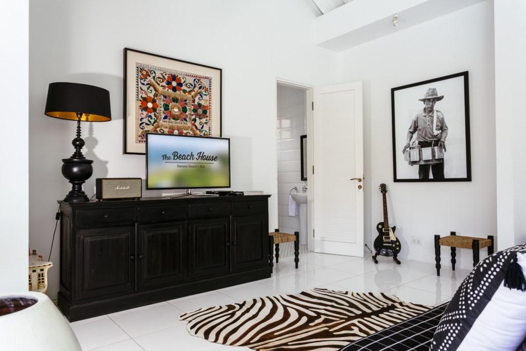 Livingroom_TV_sofa.jpg