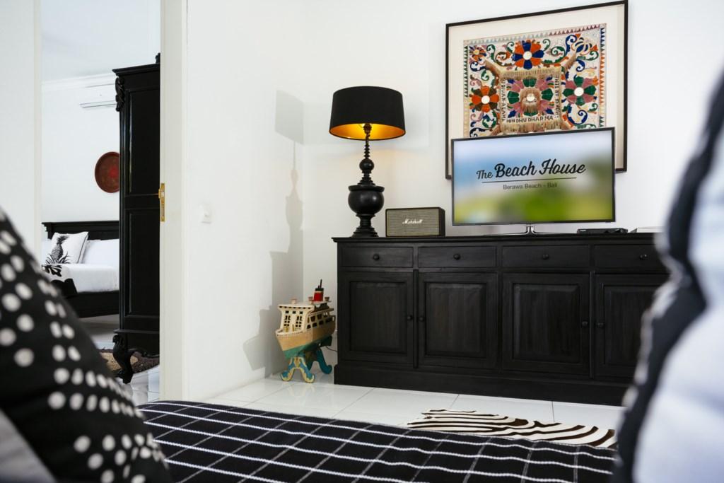 Livingroom_TV_sofa_view on room.jpg