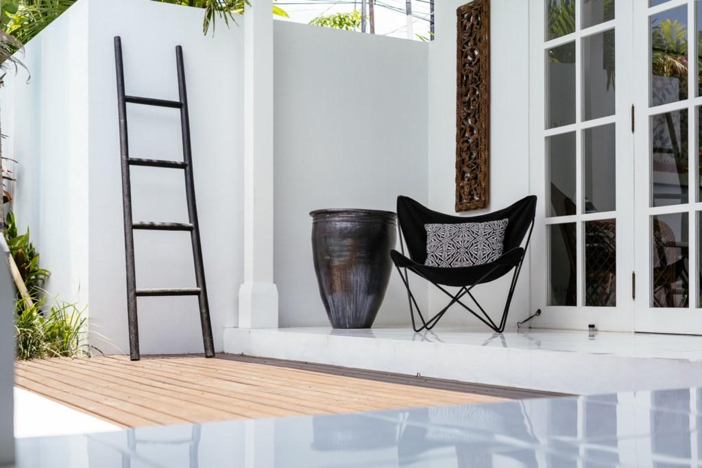 Sundeck_chair.jpg