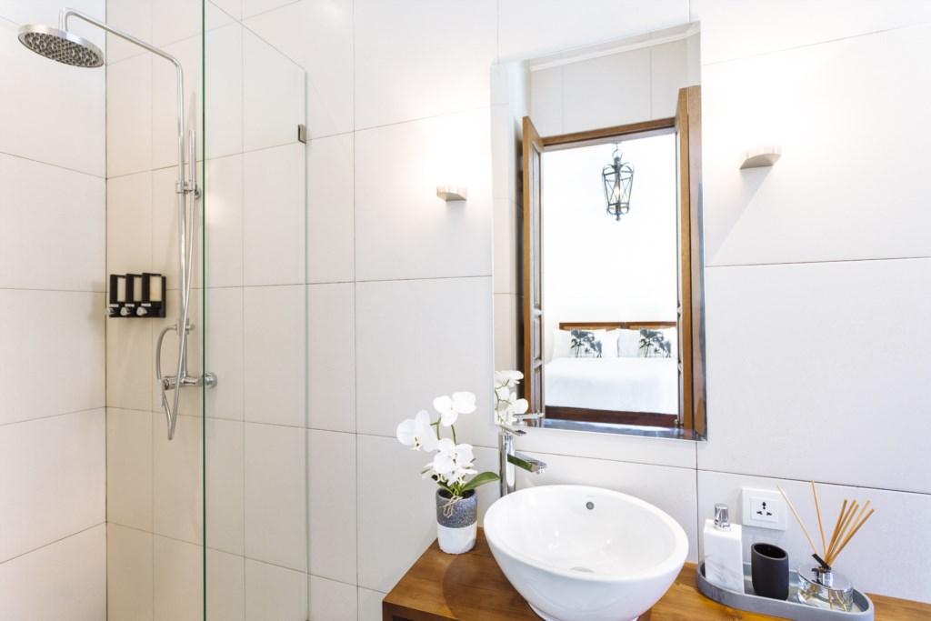 Villa Alliv Bathroom Overview.jpg