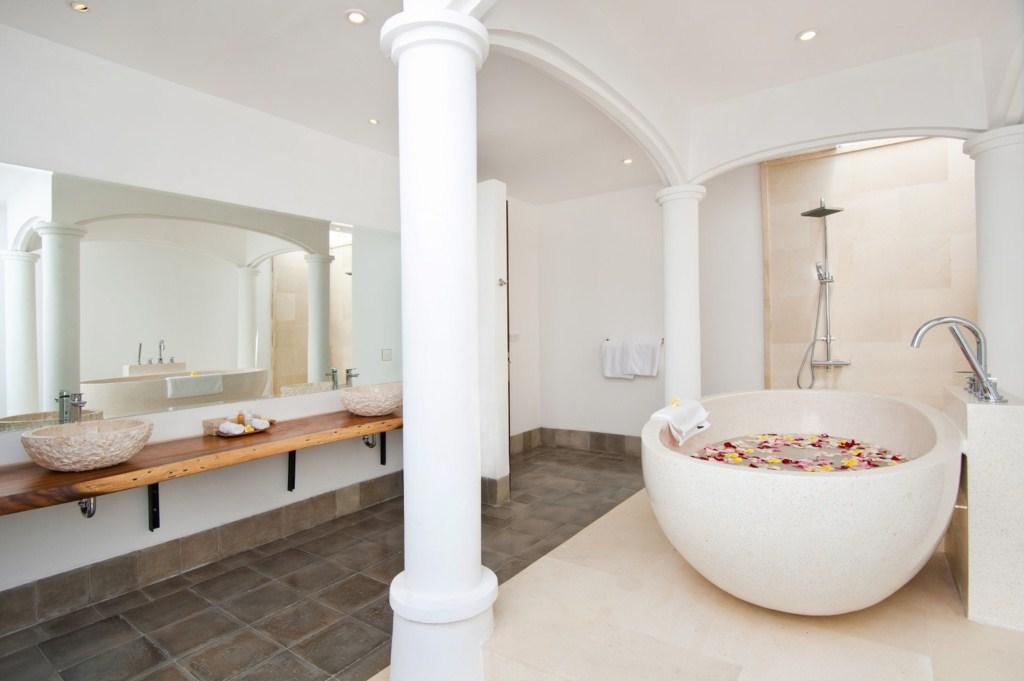 Amaliadownstairsmasterbathroom