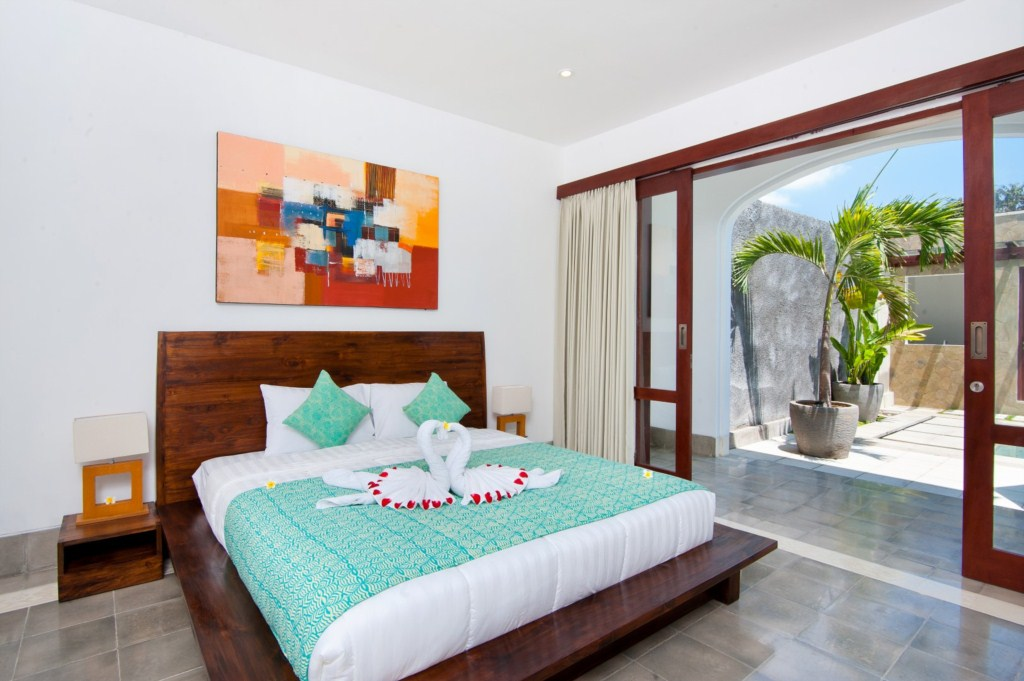 Amaliamasterbedroomdownstairsleft