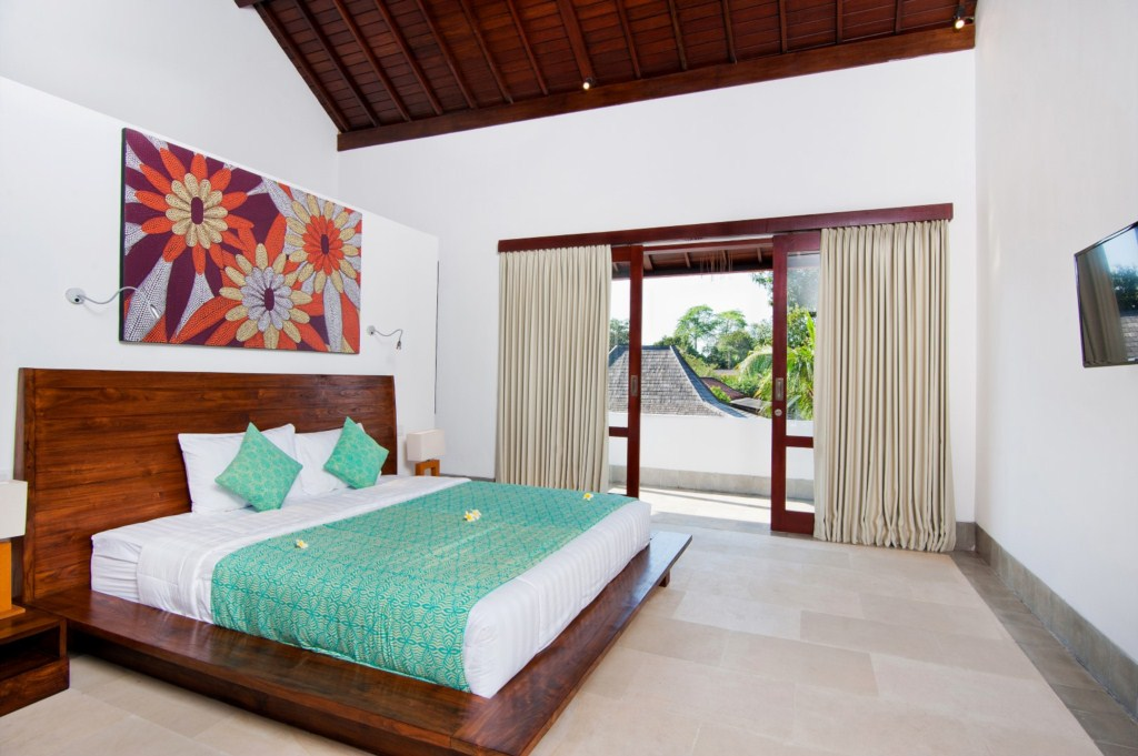 Amaliaupstairsrightbedroom