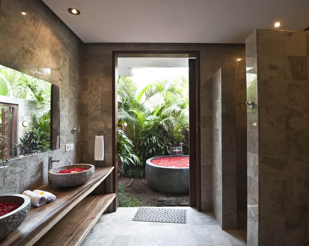 BathroomofMasterBedroom-downstair