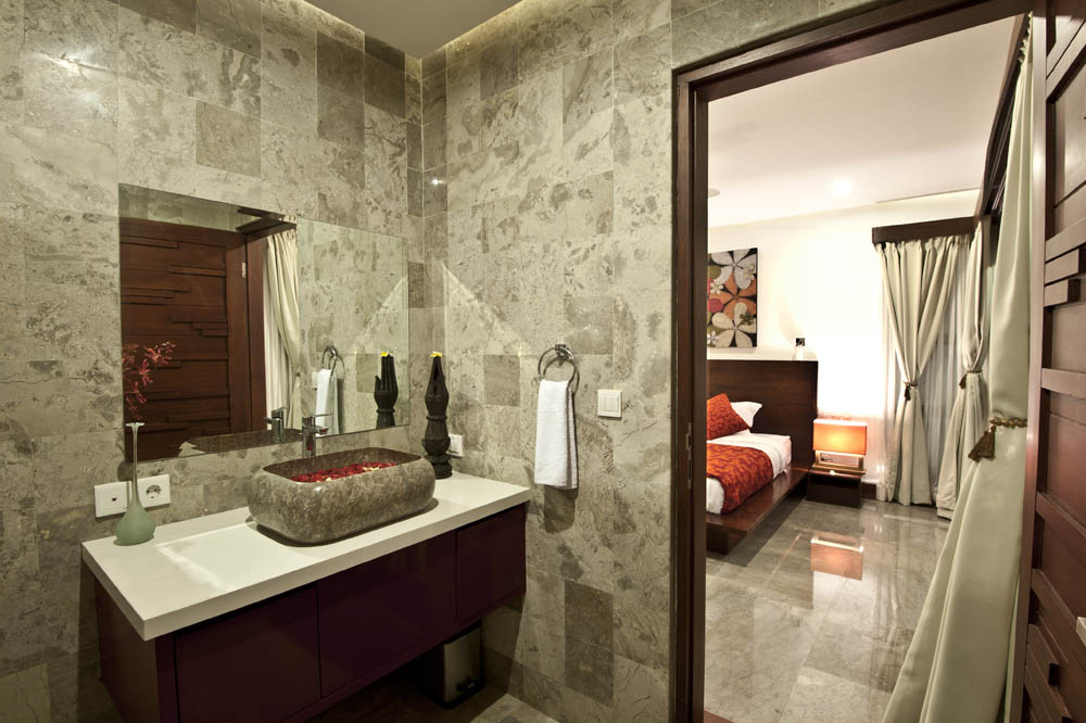 bathroom-upstair-3