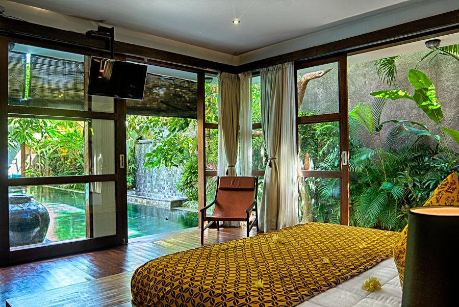 downstairsmasterbedroomview