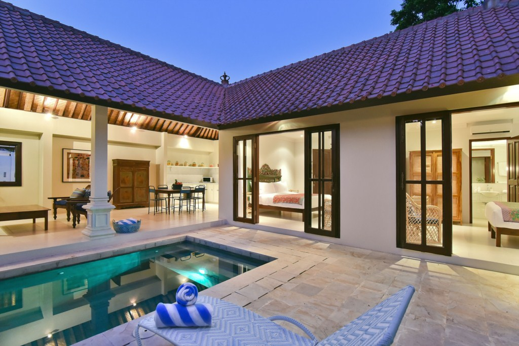 15-pool-dining-rooms-view-dusk