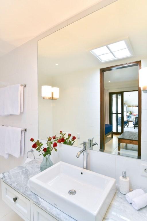 bathroom-twin-room