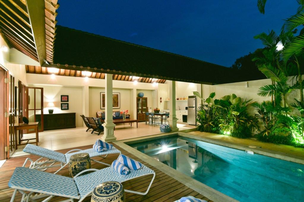 deck-living-pool-full-moon-villa-merah
