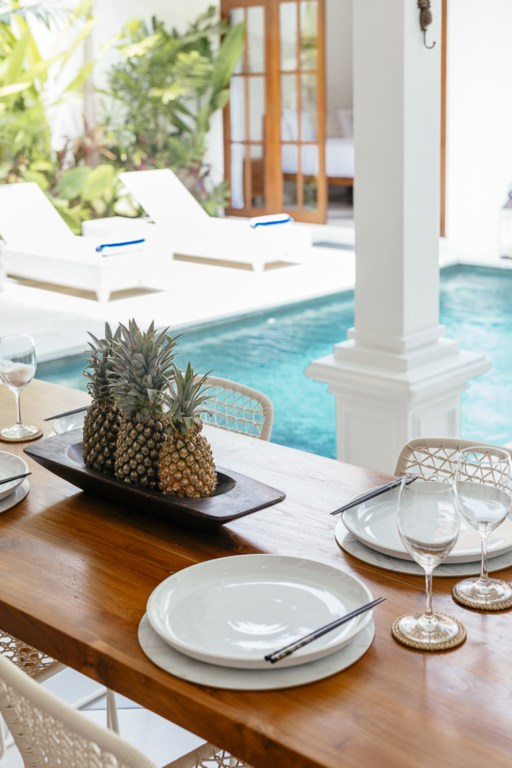 Dining area 2 oversee swimming pool.jpg