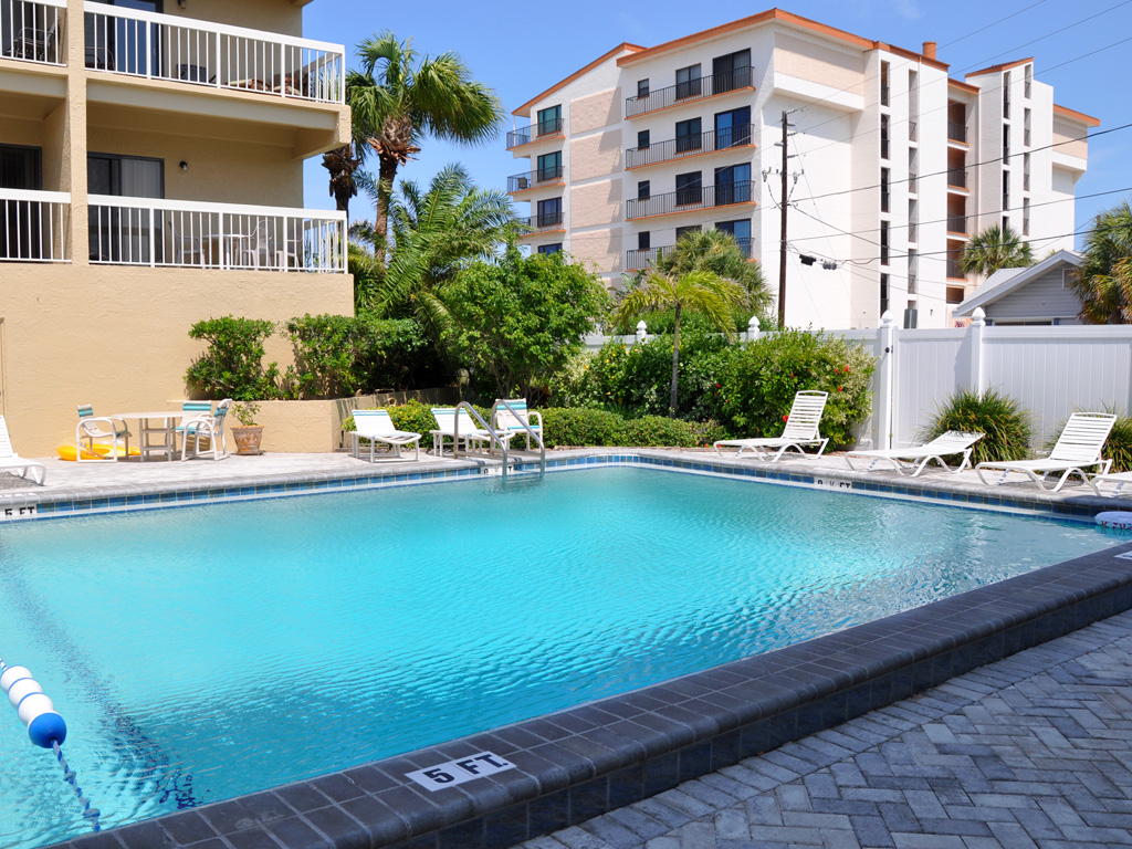 Villas_of_Clearwater_Beach_pool_04.jpg
