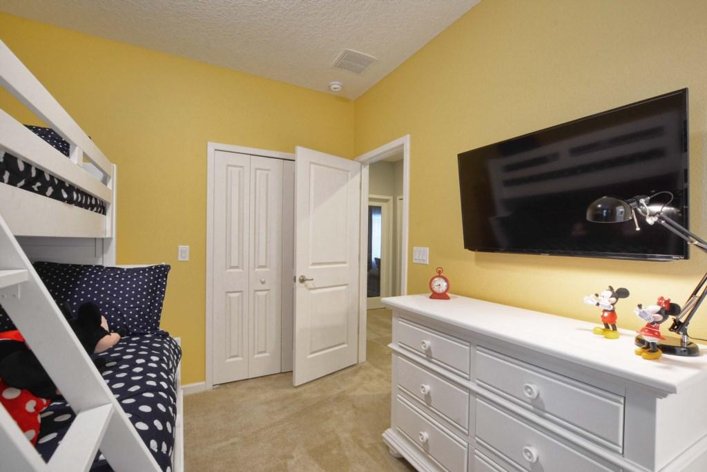 24-Bedroom52