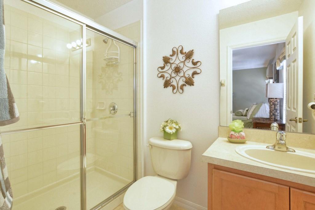 21-Bathroom3.jpg