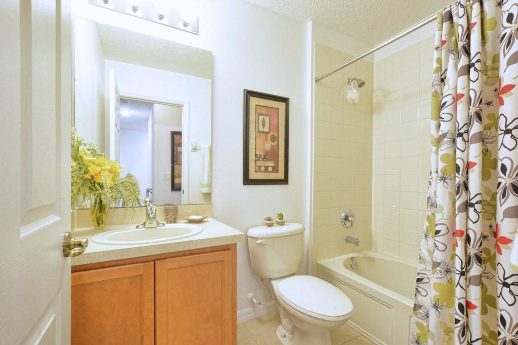 24-Bathroom2.jpg